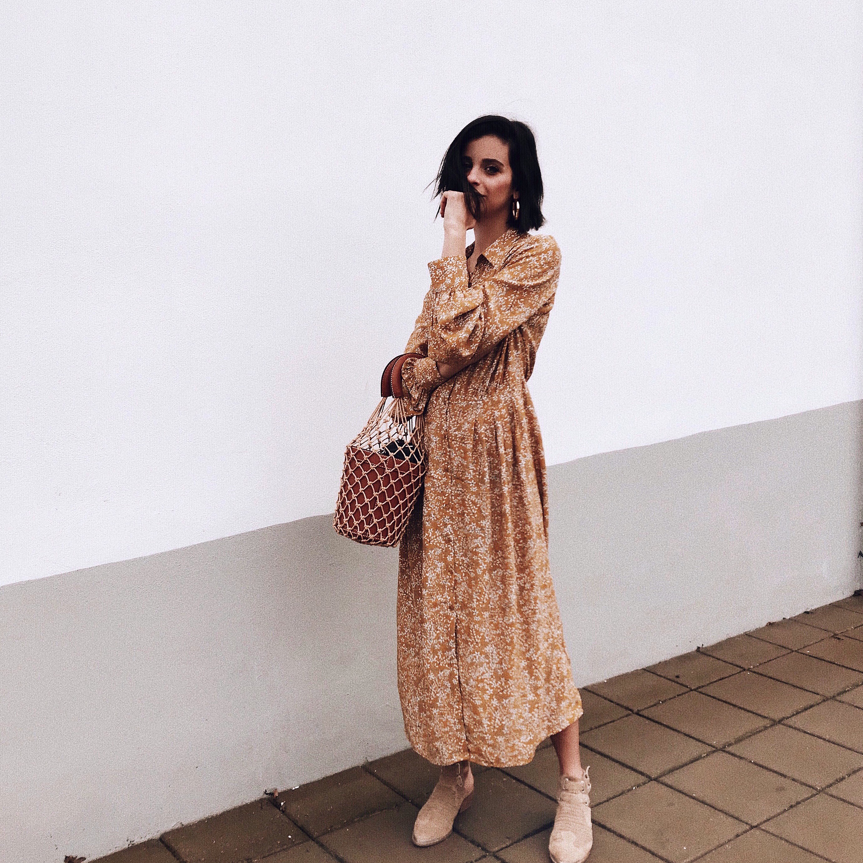 So it s still a little (just a little right ) cold out but that didn t stop  me from wearing this floral dress (here) from H M for a girls brunch. I  don t ... 672348ed4b