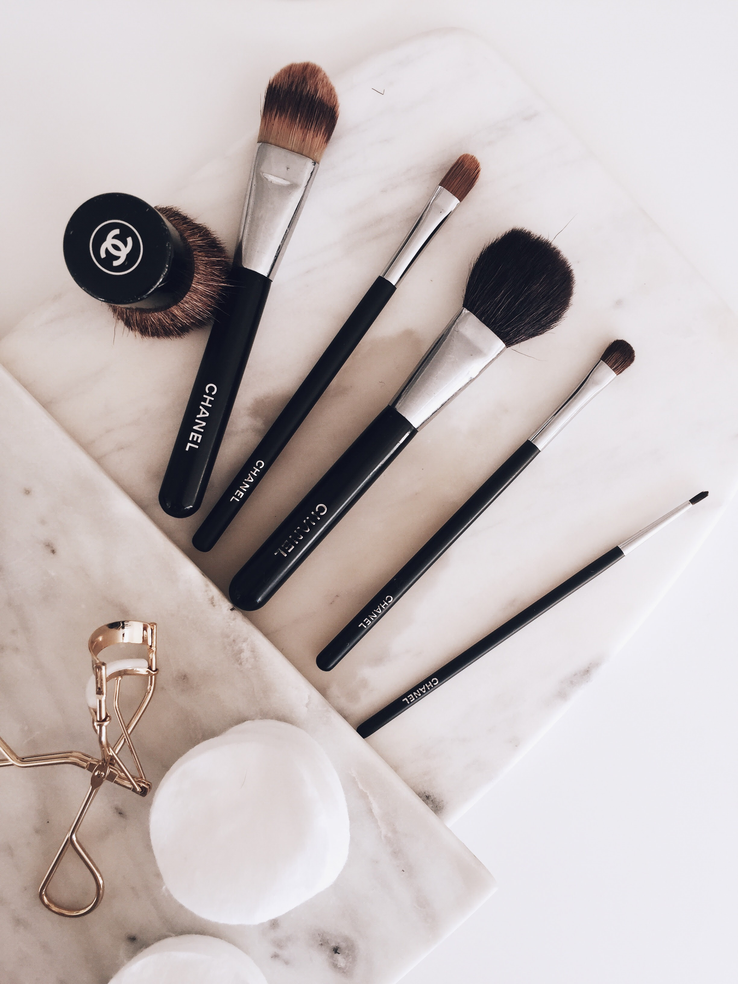 how to clean your eyeshadow brushes